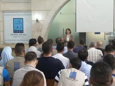 مركز العدل يوضح آلية عمله لفرق تكية أم علي الميدانية